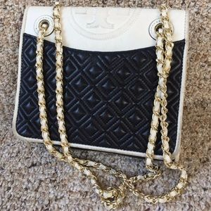👜 TORY BURCH Quilted Large Logo Black White Bag